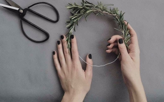 person making hair vine